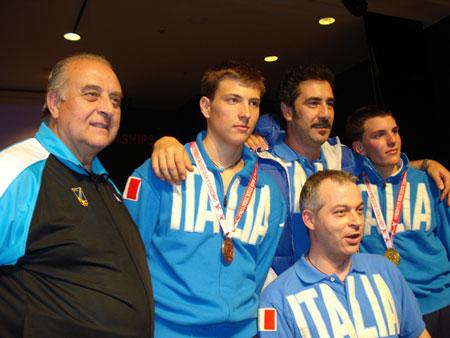 La nazionale giovani di fioretto nel 2007; da sinistra Salvatore Di Naro, Valerio Aspromonte, Stefano Cerioni, Martino Minuto